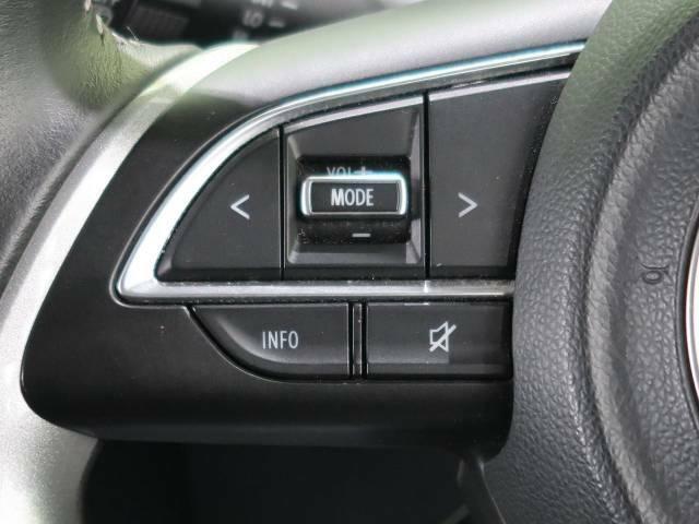 【ステアリングスイッチ】ステアリングのスイッチでかかってきた電話に出たり、音声のボリューム調整をすることもできます。