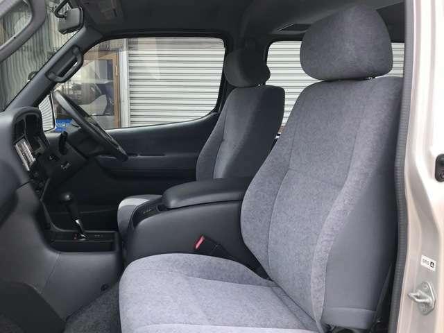 中古自動車販売士とは、販売店店員の認定制度です。中古車業界の健全化をめざし活動しているJU(一般社団法人 日本中古自動車販売協会連合会)が実施しています。