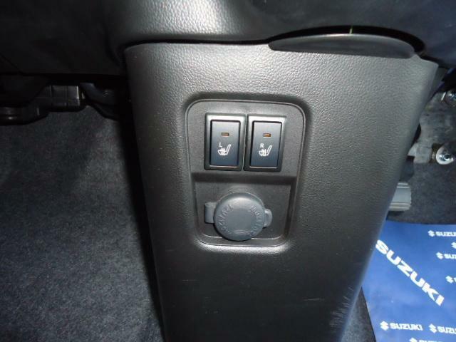 運転席と助手席にもシートヒーター付
