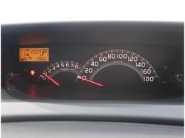 運転中の視線移動を少なくするために、インパネの中央にメーターがあります。