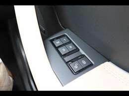メモリー付きフロントシート。3名様分までメモリーが可能となっており、ご家族で乗られる場合は分けて登録が可能となり大変便利です!