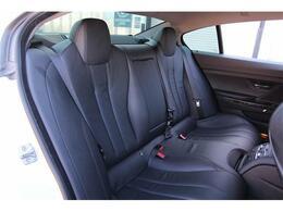 後部座席もキレイに保たれております。シートヒーターも装備♪