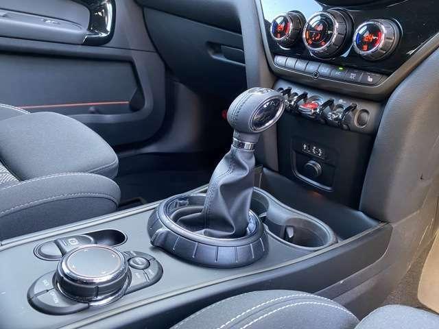 お車の状態をきれいに保つコーティングパッケージもございます。ガラスコーティングの上からガラスコーティングを施すプレミアムコーティング+4点セットのパッケージです。弊社推奨プランでございます。