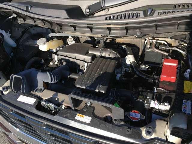 エンジンルームもキレイです。エンジン内部の汚れはありません。安心して乗って頂ける1台です。