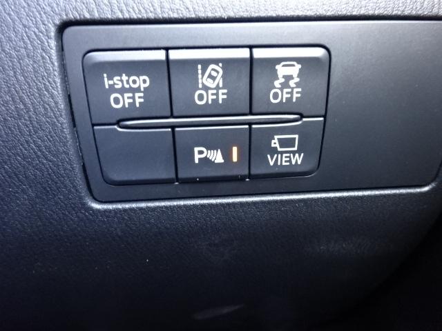 側方・後方からの車両の接近を知らせるブラインド・スポット・モニタリングと40km/以上での走行時に車線を踏み越える可能性があると判断すると警報音で注意を促す車線逸脱警報装置を装備しております。