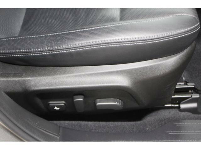 シートリフター、前チルト、前後スライド、リクライニングの調整を電動化。最適なポジションを提供します。
