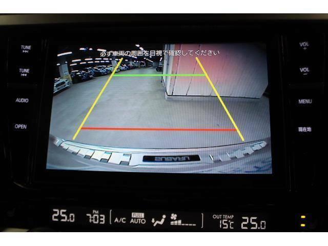 リヤに装着されたカメラの映像を、ナビゲーション画面に表示。後退時の死角を低減し、スムーズな駐車をアシストします