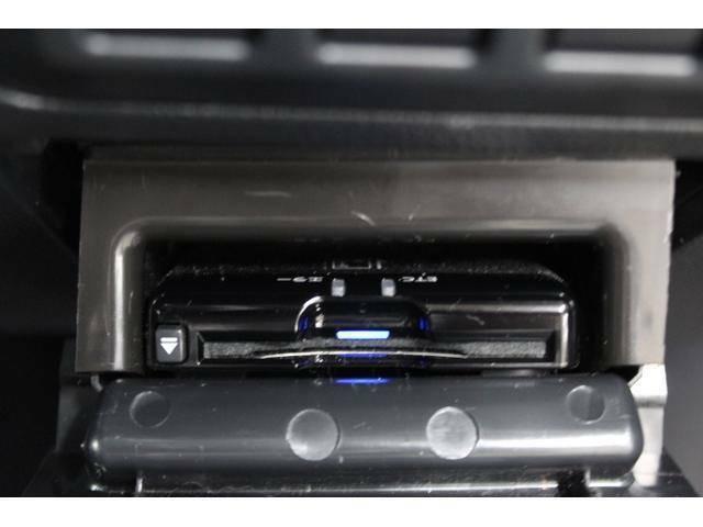 ルームミラー上部に取り付けたETCアンテナのパイロットランプがカード挿入時に点灯し、ETCカードの入れ忘れを防ぎます。