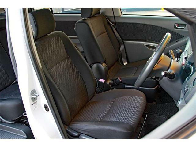 当社ではお客さまに安全、快適、そして安心にお車をおのり頂けるよう、入庫時に自社整備工場にて点検、走行テストを行っており、点検記録もお付けしております。