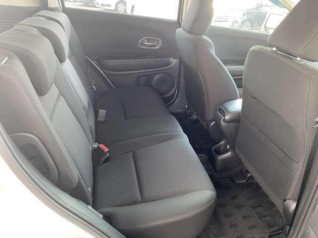 後席もゆったりくつろげる広さ!長距離ドライブも楽しめます♪