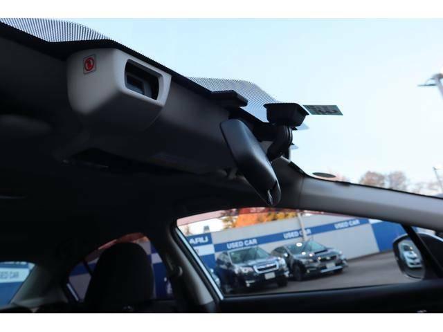 ステレオカメラで前車・歩行者・障害物・白線を認識するアイサイトver3搭載!