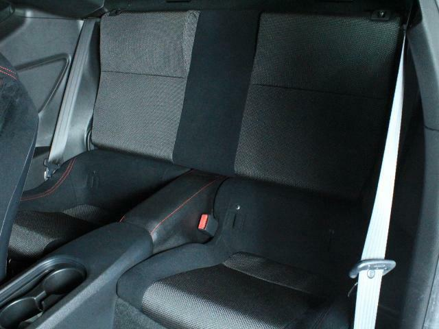 後部席も目立つキズや汚れはありません。気持ちよくご使用いただけます。