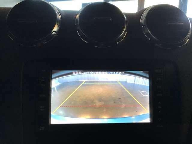 シートヒータースイッチをはじめ、ディユアルエアコン、マグネティックライド、ESP、ハザード、リアスポイラースイッチ・・・とここの一角で操作が行えるから動きはシンプルだ・・・。