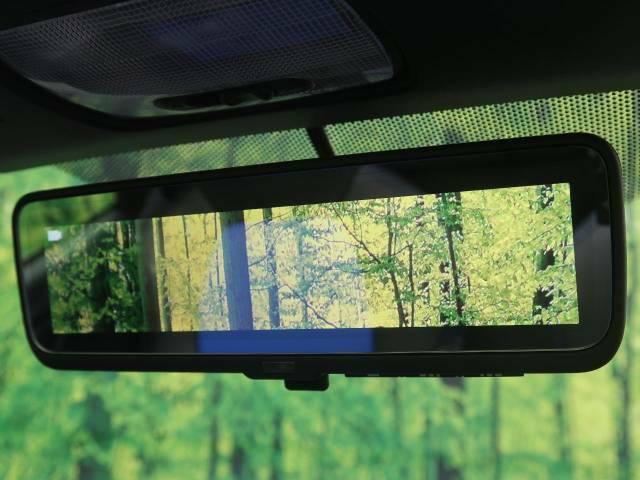 【デジタルインナーミラー】後方の交通状況を確認する高解像度カメラとその画像を映し出す液晶モニターを内蔵したルームミラーで構成されていて、後方が見えずらい時も安心して運転できます!
