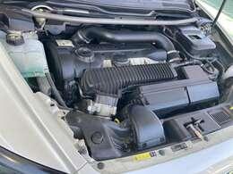 コンパクトなボディに2500ccのターボエンジンを搭載です♪