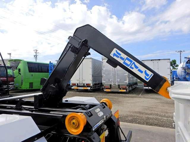 ○愛知県指定整備工場完備○ 小型から大型トラックまで車検・整備が可能です!!特装メーカーとも連携を取っているのでアフターサービスもご安心ください!