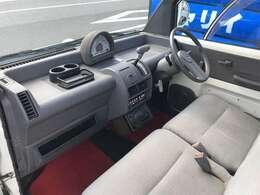 毎回座るフロントシート。運転席は常に使用する部分ですので、座り心地が重要です!