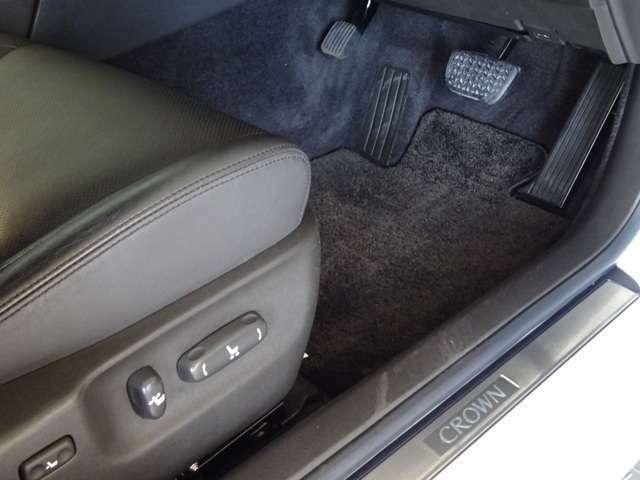 パワーシート搭載で座席の調整が簡単にできます。