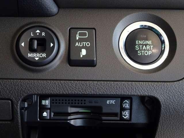 キーは鞄で楽チン始動、スマートエントリーシステムを装備してます。高速道路で便利なETCも装備してます。