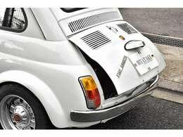 近畿陸運支局認証整備工場(奈1591)を自社にて完備致しております、また、輸入車熟練整備士がお客様のお車を長年の経験を元に、真心をもって整備点検を行います