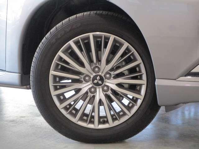 純正アルミホイール タイヤサイズ225/55R18インチ