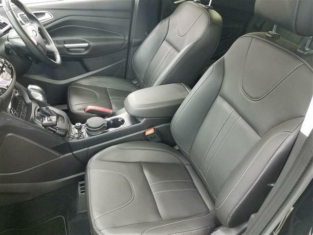 助手席シートはほとんど使用感がありません。
