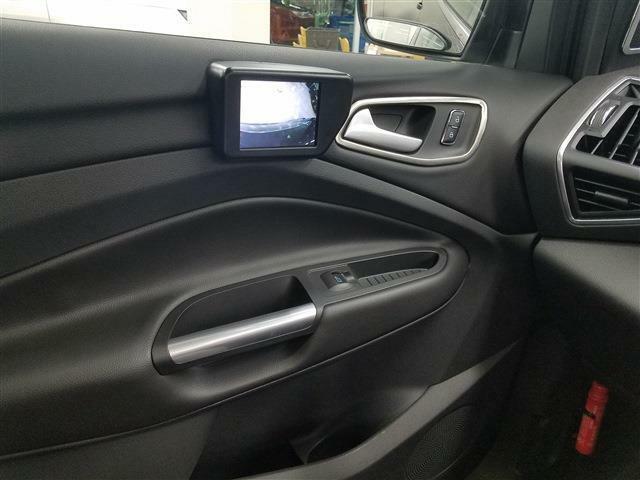 助手席側ドアにサイドビューカメラが備わっていますので、フロントフェンダー周辺の死角を把握出来るので安心です。