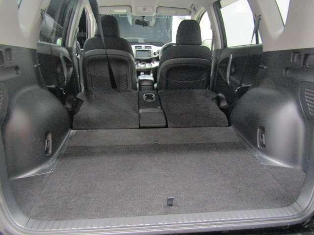 左右リヤシートを倒せばさらにラゲージスペースは広がります.