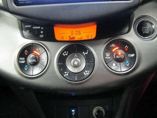 快適で便利なオートエアコンは、ボタンひとつで社内を設定温度に自動調整してくれます。見た目もスマートでオシャレな充実装備です。