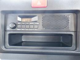 スピーカー一体型純正ラジオです