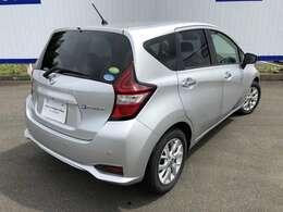 充電を気にすることなく、どこまでも走れる。電気自動車のまったく新しいカタチです。