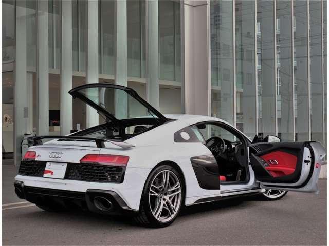 都会的な建物にも非常に良く映えます。クール・知的。Audiの持つ「品の良さ」が伝わってきます。