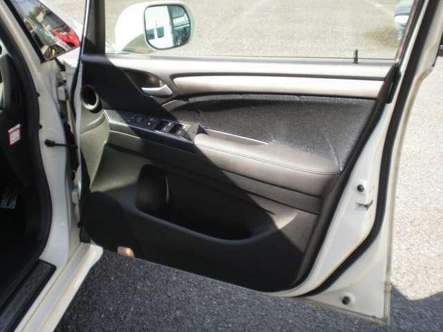 運転席ドア内張り