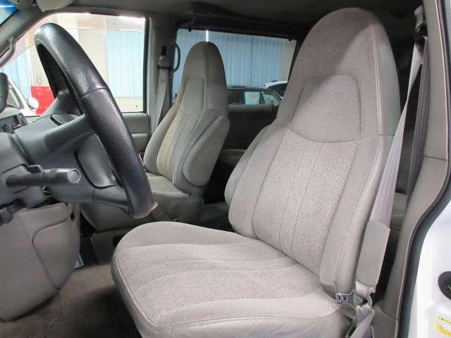 落ち着きのあるグレー内装に綺麗なシート状態!パワーシートでポジション設定も簡単♪