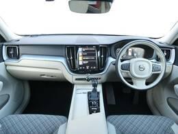 デニムブルーメタリックの良質なXC60D4AWDモメンタムが入庫しました!シティウィーブシートのオシャレな内装がとてもスタイリッシュな一台♪もちろん安全装備もフル装備です!是非店頭でご覧くださいませ!