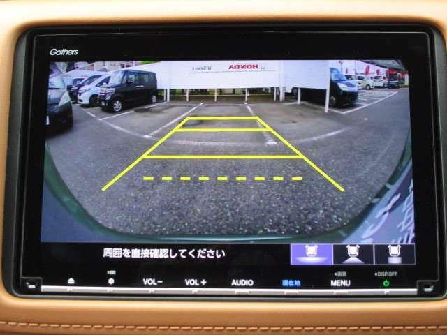 リアカメラ付☆セレクトレバーを「R」に入れると、車両後方の映像が見れます。画面上にあるボタンを押すと3つの視点に切り替えられます。