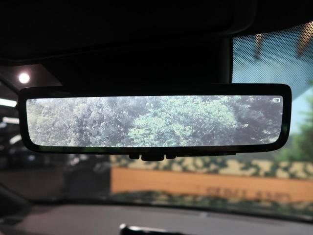 ●【デジタルインナーミラー】ルームミラーに液晶モニターを搭載し、車体後部のカメラ映像とミラーとを瞬時に切り替えることができる世界初の技術。これで大人数や大荷物を積載しても安心!!