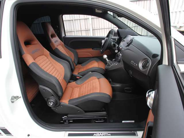 クリーニング済み綺麗な運転席ヘッドレスト一体型Sabelt製レザー/アルカンターラシースポーツシート!!ブラウンインテリア!!