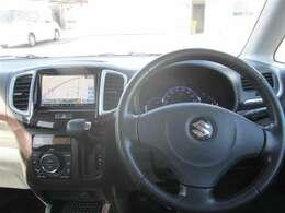 スマートキー オートエアコン メモリーナビ・フルセグTV・Bluetooth対応 バックカメラ付 革巻ステアリング採用 車両取扱説明書あり