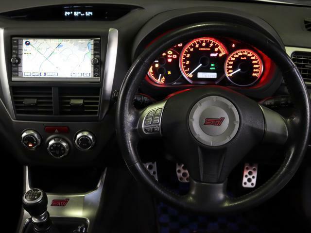 使用感も少なく綺麗な運転席周りです!