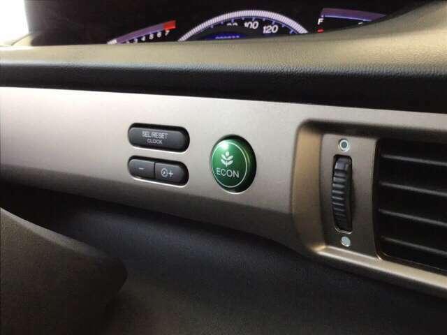 ECONスイッチです。エコドライブに貢献します
