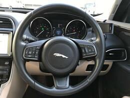 安全装備として前方警戒、自動緊急ブレーキを装備!さらに車線逸脱警告機能を搭載しており意図せぬ車線はみ出しを感知してドライバーへ警告。また前車追随型クルーズコントロールACCを装備!快適性と安全性を両立