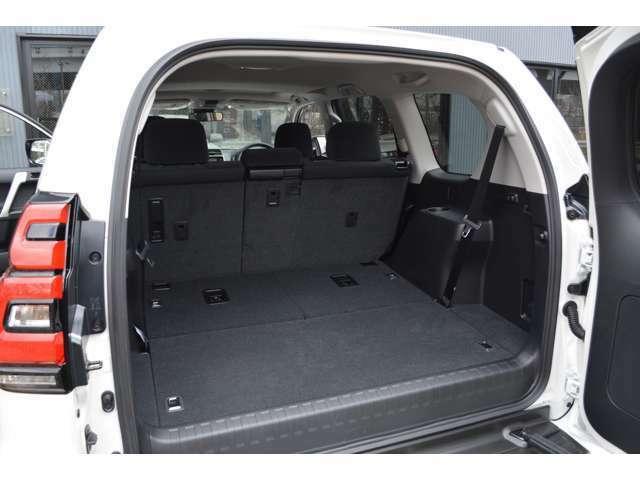 ■3列目のシートを収納すれば荷室スペースが広く取れるため、お買い物やアウトドア等様々な用途に活躍します。