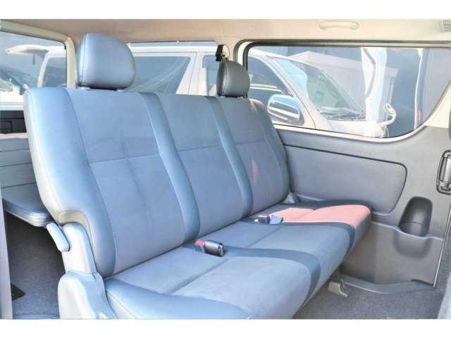 特別仕様車専用シートは座り心地もデザインも良いですよ!!