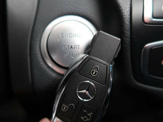 ●キーレスゴー:鍵を持っているだけで、ドアロック解除からエンジンスタートが可能です。デザインもスタイリッシュで身に着けているだけでもかっこいいですね。