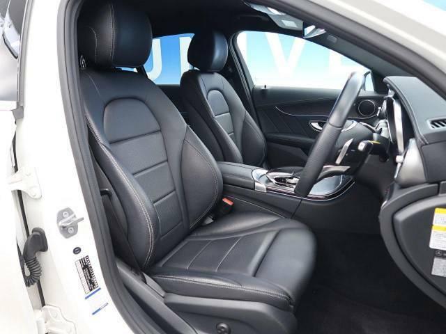●前席シート:ブラックを基調としたレザーシートです♪すごく座り心地が良く疲れにくい仕様になっています。