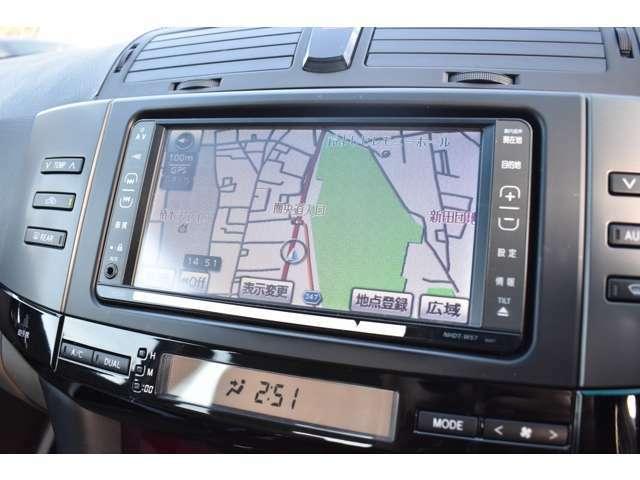 ナビゲーション付き ETC、GPSレーダー、テレビ&ナビキット、地デジチューナー等も取り付け可能です!バックカメラ付き!後方の視界がカラーで見れるので駐車も安心して行えます !