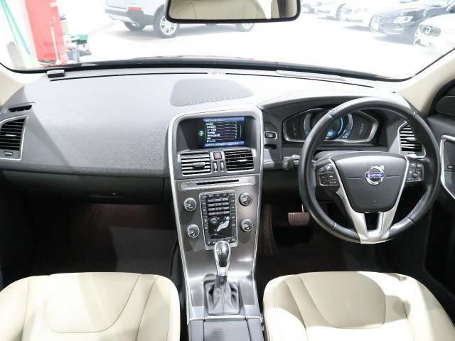 XC60のT5 SEが入庫しました!カラーは大人気リッチジャバです!白本革シートで、ボルボならではの10種類以上の安全装置がついています!あなたのカーライフが楽しくなる一台です♪