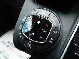 【デュアルエアコン】運転席と助手席でそれぞれお好みの温度設定が可能で全席にも最適な空調をお届け致します