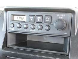 アクティトラックに付いているのはホンダ純正AM/FMチューナーです。お好みのラジオを聞きながらのドライブは楽しさ倍増ですね!